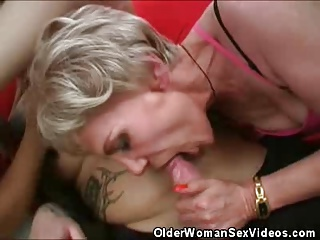 Mature Women Taking Turns Sucking That Cock | Threesome.top Porn Tube