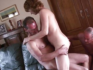 Amateur Mature Cuckold 1 | Threesome.top Porn Tube
